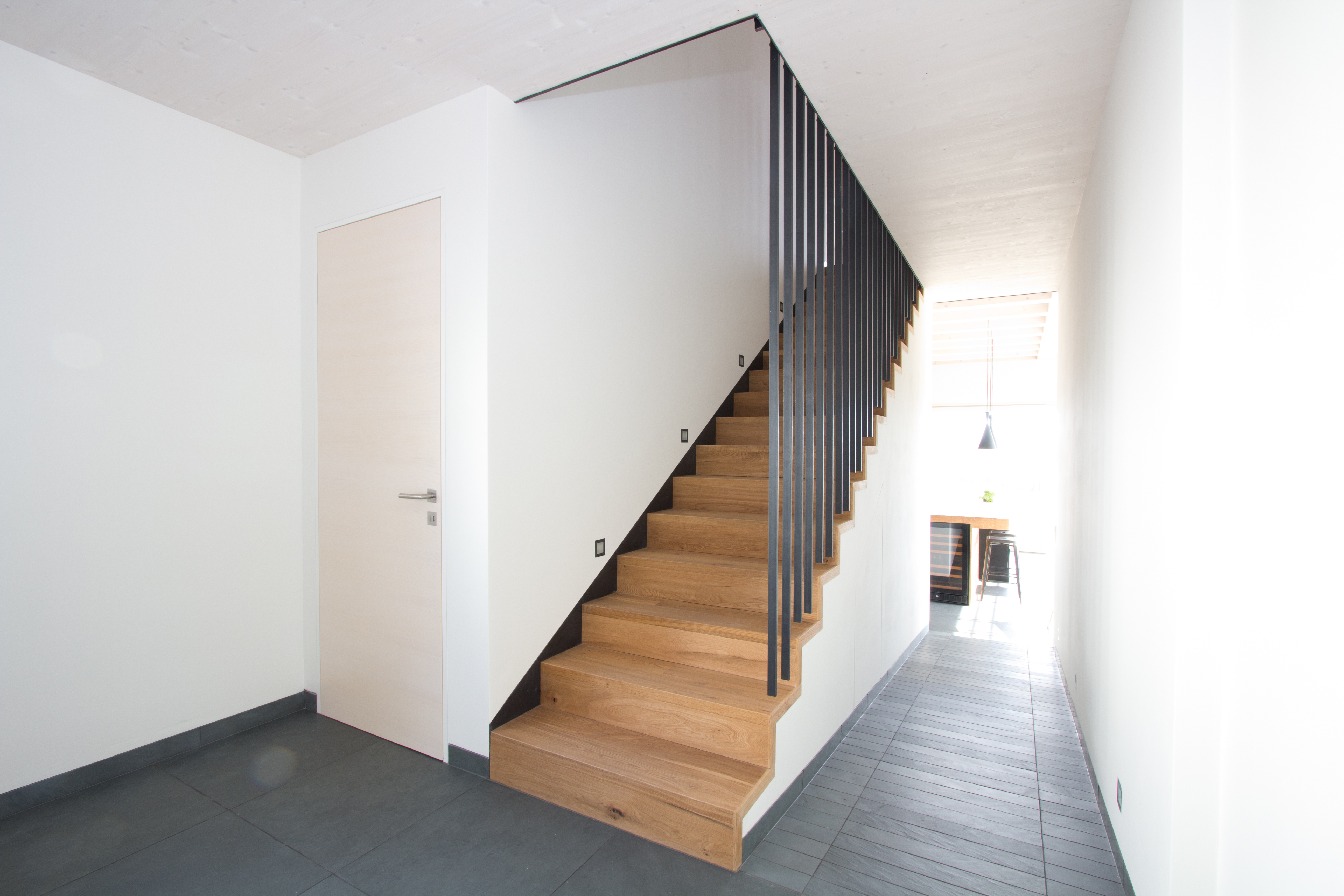 eichentreppe mit blank stahl gel nder. Black Bedroom Furniture Sets. Home Design Ideas