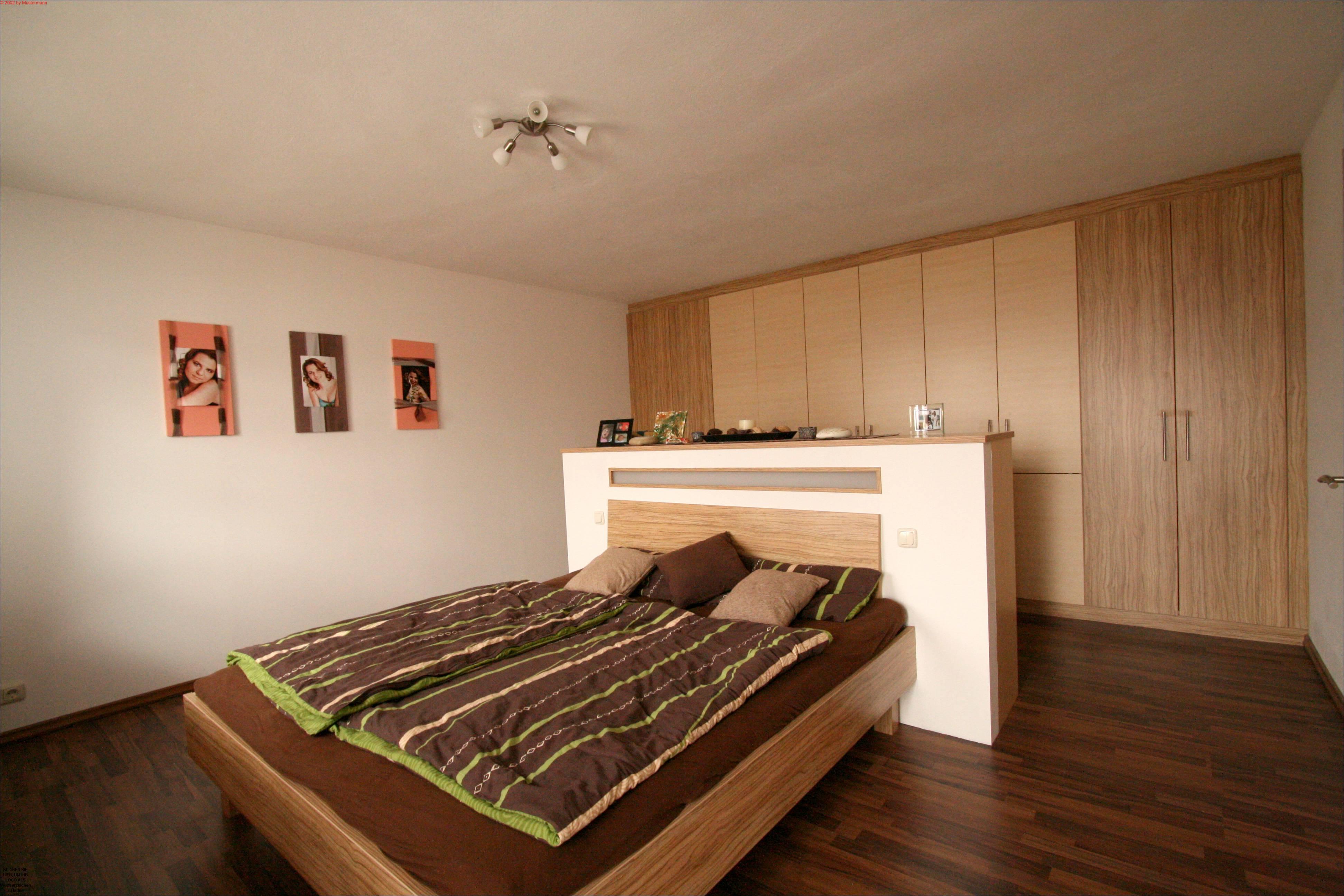 Schlafzimmer mit freistehendem bett listberger tischlerei - Im schlafzimmer ...