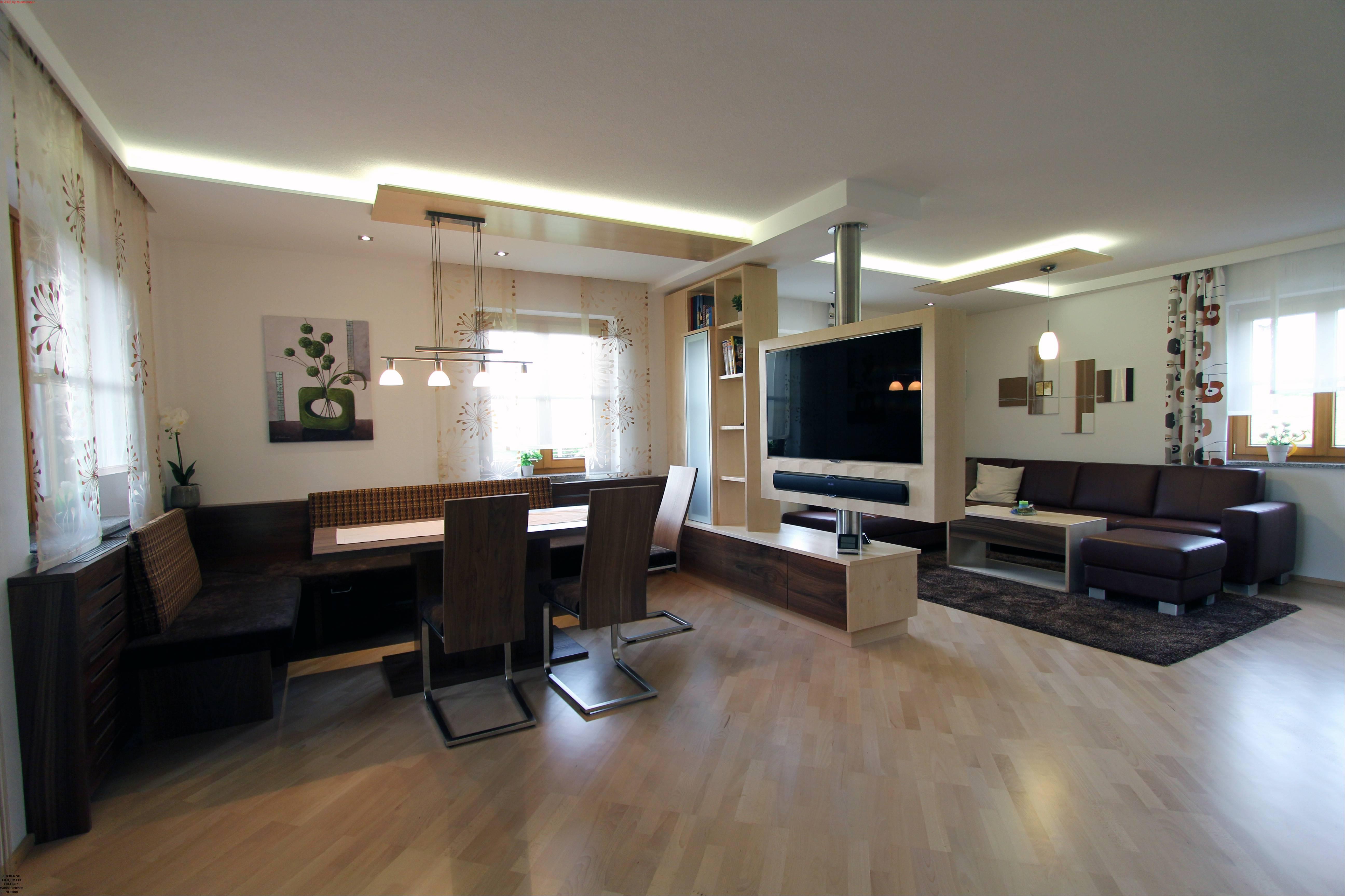 wohn und esszimmer mit drehbaren fernseher listberger tischlerei. Black Bedroom Furniture Sets. Home Design Ideas