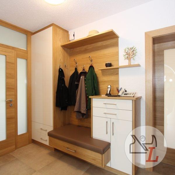 vorraum-garderobe-diele-eiche-schuhauszug-1.jpg