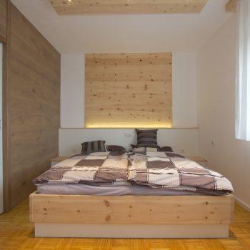 zirbenbett-zirbenholzschlafzimmer-lambach-1.jpg