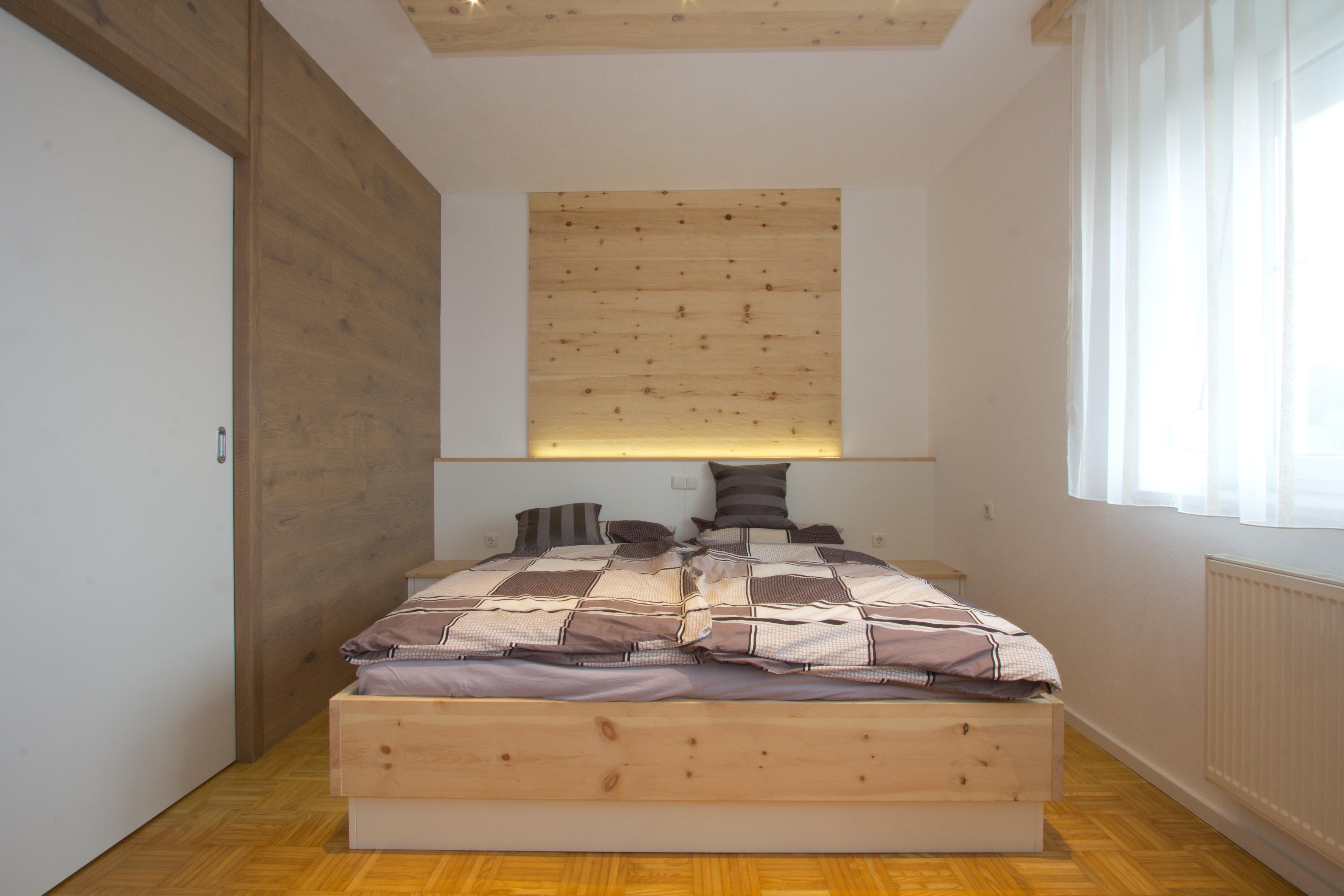 zirbenschlafzimmer zur erholung listberger tischlerei. Black Bedroom Furniture Sets. Home Design Ideas