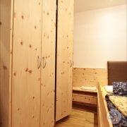 zirbenholz-schlafzimmer-linz-4.jpg